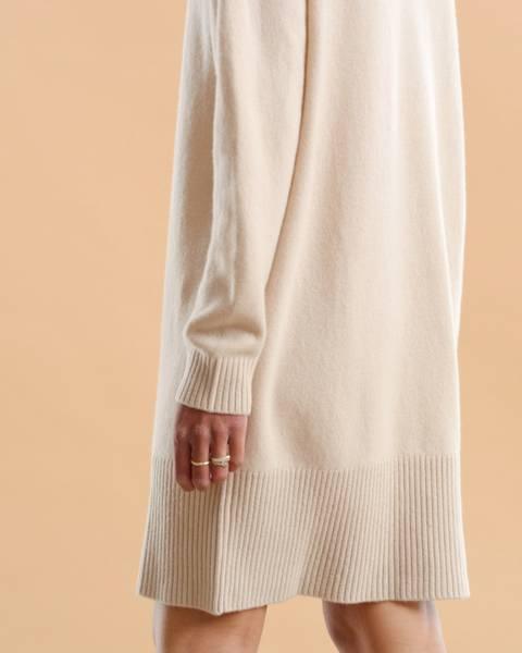 Bilde av byTIMO MERINO KNIT DRESS BEIGE